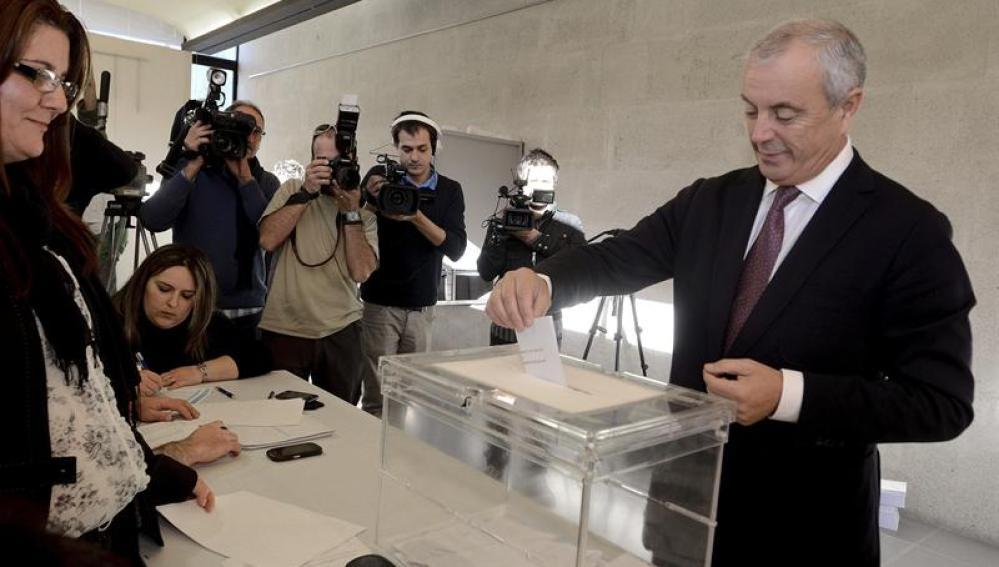 Pachi Vázquez durante su votación