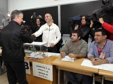 Íñigo Urkullu (PNV) vota en Durango