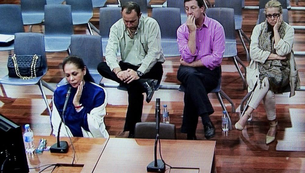 Isabel Pantoja sólo responde a las preguntas de su defensa
