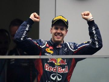 Vettel en el podio de la India