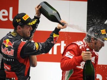 Vettel con Alonso en el podio