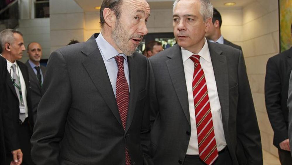 Rubalcaba junto a Pere Navarro.