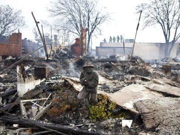 El barrio de Breezy Point, en Nueva York, incendiado tras el paso de Sandy
