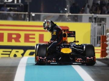 El coche de Vettel se para