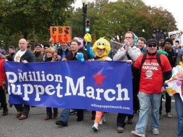 """Vista de """"La marcha del millón de marionetas"""" delante del Congreso de EE UU"""