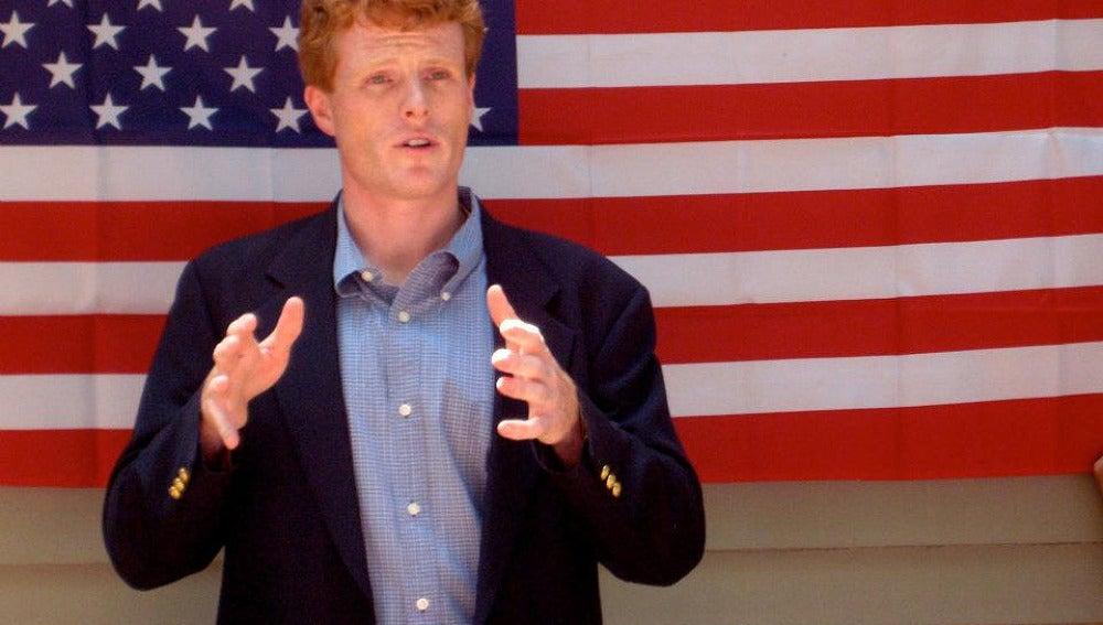 Joe Kennedy III en un mitin de campaña