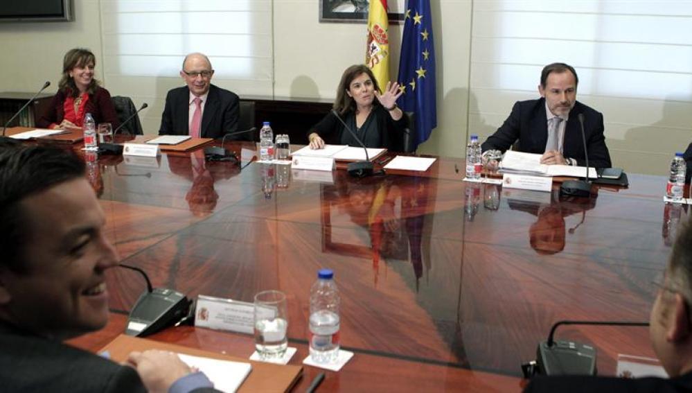 Sáenz de Santamaría y el ministrol Montoro durante la comisión para la reforma de las Administraciones Públicas