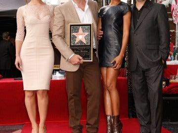 Estuvo acompañado por Naomie Harris, Bérénice Marlohe y Sam Mendes