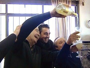 Vecinos de Sevilla celebran el premio