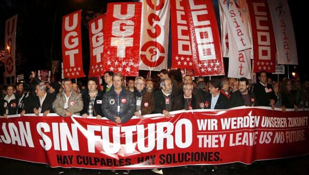 """Manifestación convocada por los sindicatos: """"Nos dejan sin futuro. Hay culpables. Hay soluciones""""."""