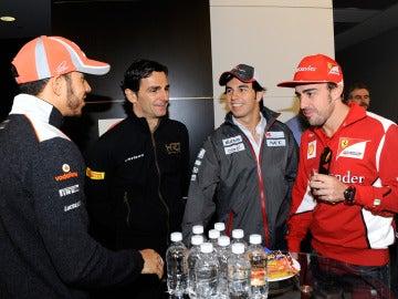 Pedro de la Rosa junto a Hamilton, Pérez y Alonso