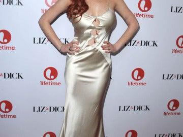 Lindsay Lohan con un vestido de raso muy desacertado