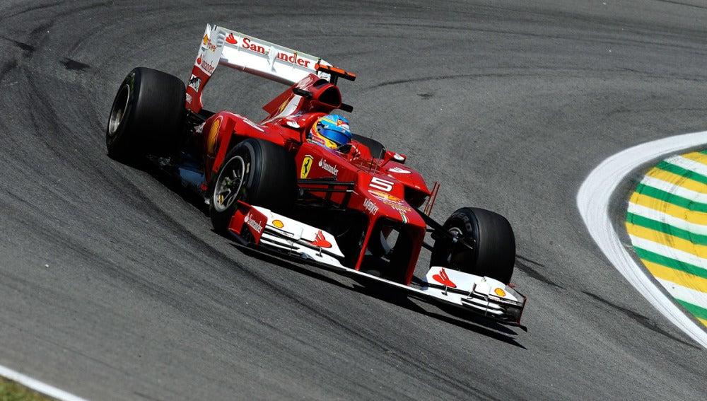 Fernando toma una curva