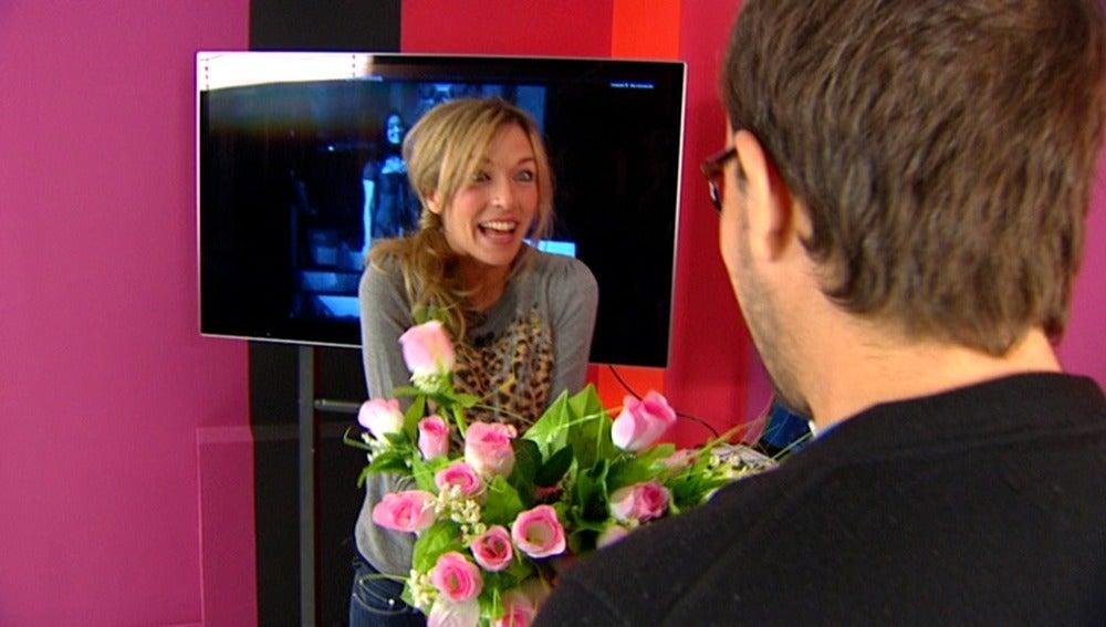 Anna derrocha alegría con Sandie Shaw