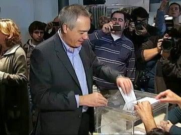 Pere Navarro ejerce su derecho a voto