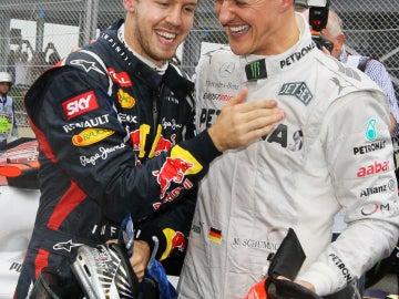 Vettel se ríe con Schumacher
