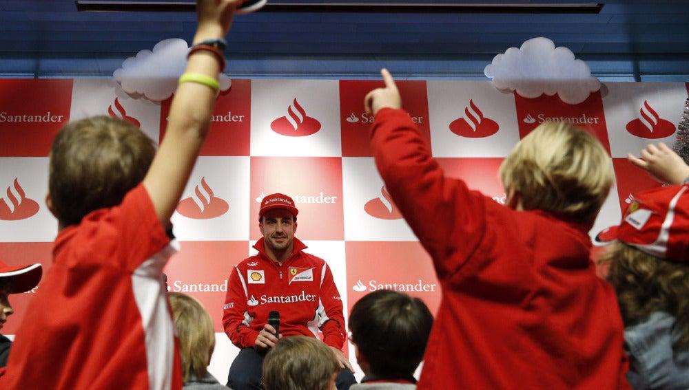 Alonso, con los niños