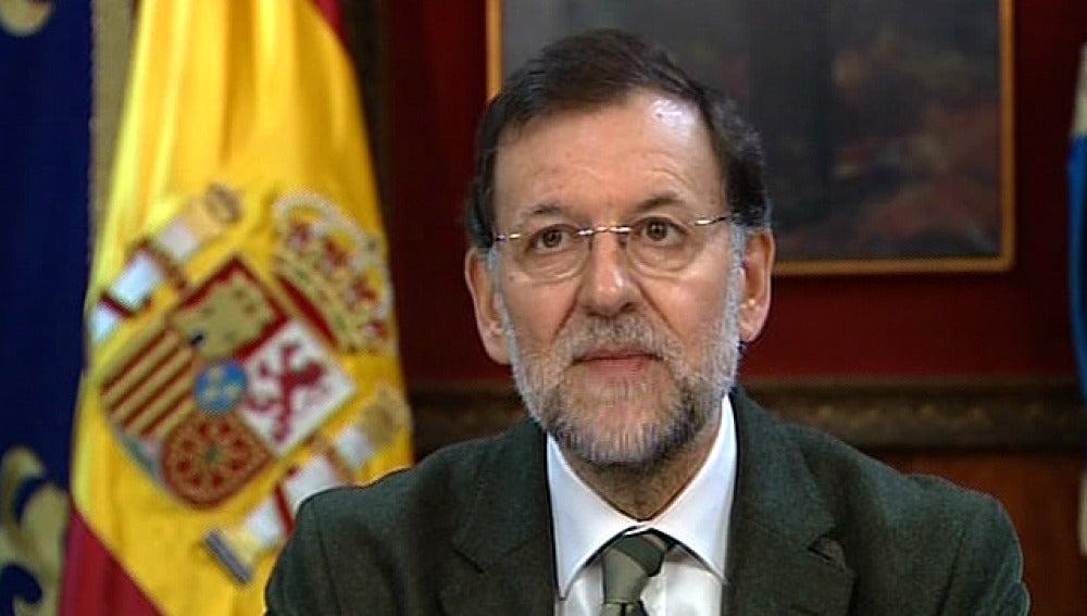 El presidente del Gobierno, Mariano Rajoy, se dirige a las tropas en Navidad