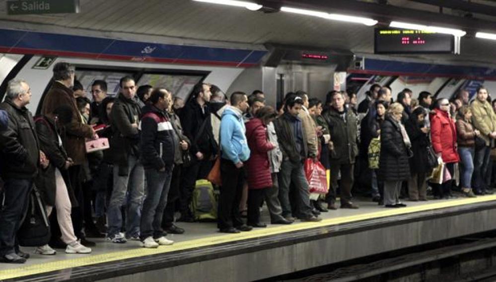 Estado del anden de metro de Sol durante la huelga.