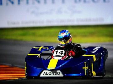 Alonso maneja su kart