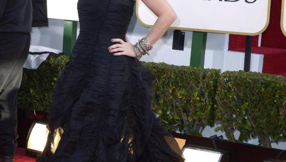 La actriz Debra Messing, con un voluminoso vestido negro