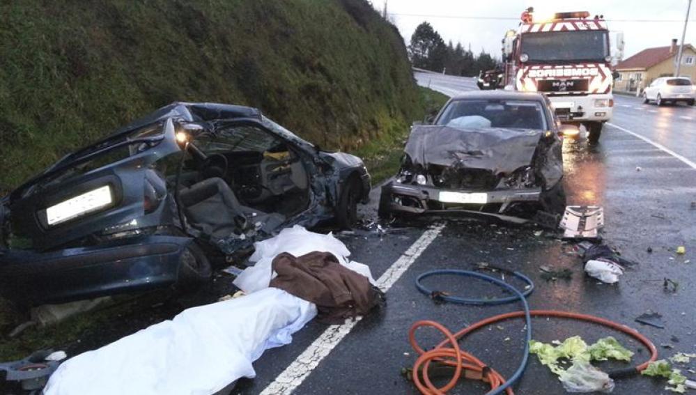 Fotografía facilitada por los bomberos de Arzúa del accidente ocurrido