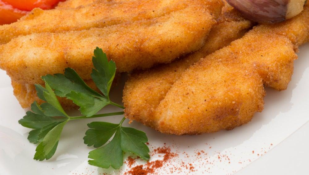 Pescadilla empanada al pimentón