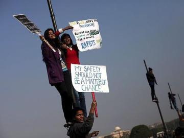 Protestas en Nueva Delhi por la situación de las mujeres en la India