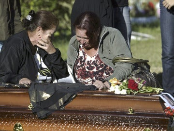 Brasil comienza a enterrar a sus víctimas