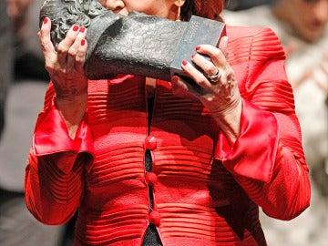 Concha Velasco recibe el Goya en una minigala