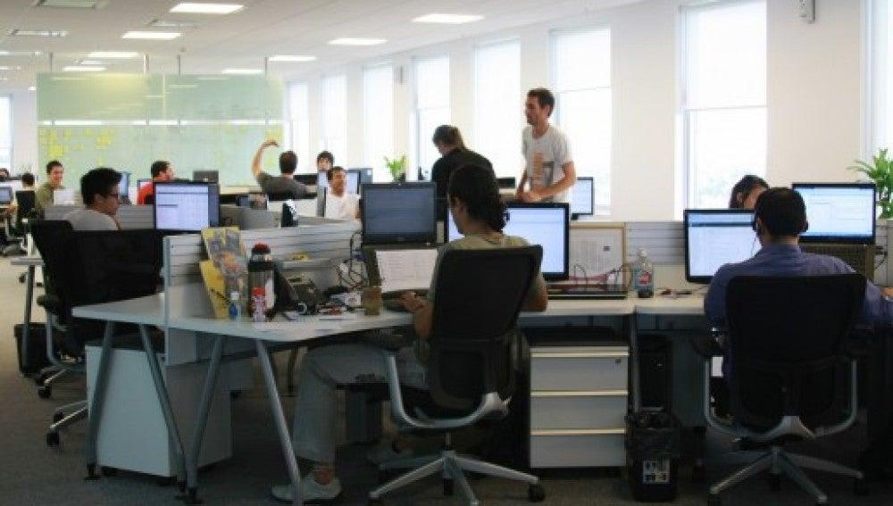 Ambiente de trabajo en una oficina.