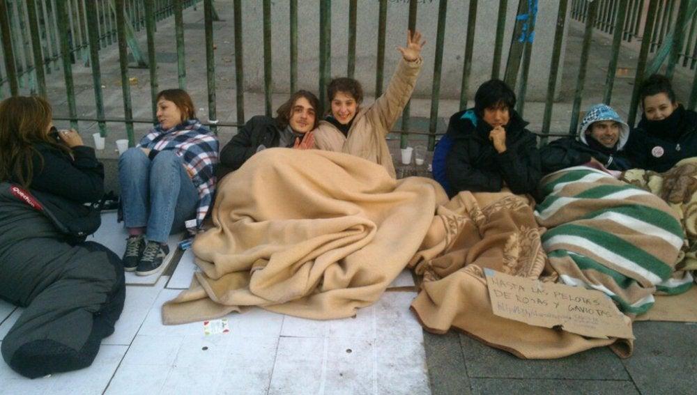 Los manifestantes acampados en Sol