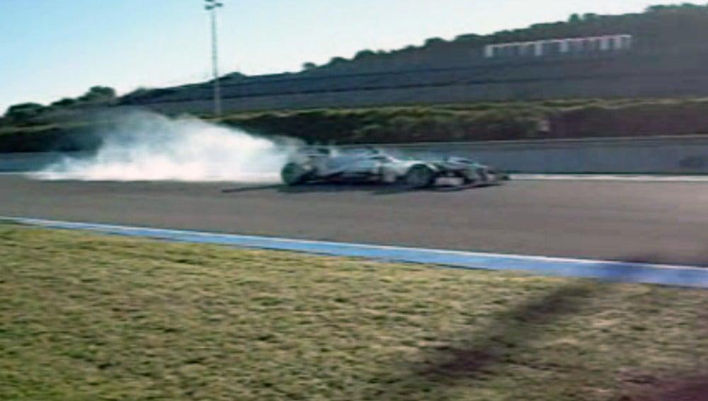Accidente de Hamilton en su debut con Mercedes