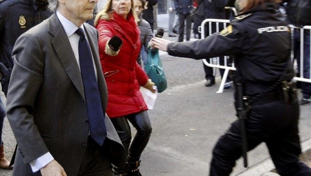 El exdiputado del PP Jorge Trías a su llegada esta mañana a la sede de la Fiscalía Anticorrupción.