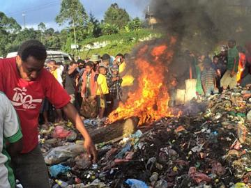 Una mujer quemada viva en Papúa Nueva Guinea
