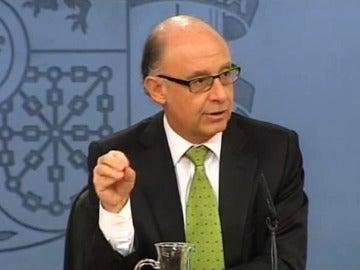 El ministro Montoro durante la rueda de prensa tras el Consejo de Ministros