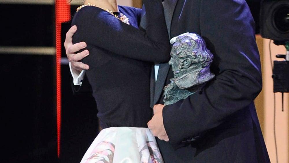 El beso entre José Coronado y Maribel Verdú