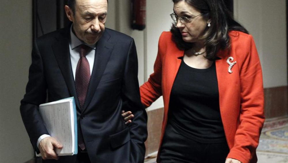 El líder del PSOE, Alfredo Pérez Rubalcaba, y la portavoz parlamentaria del partido, Soraya Rodríguez