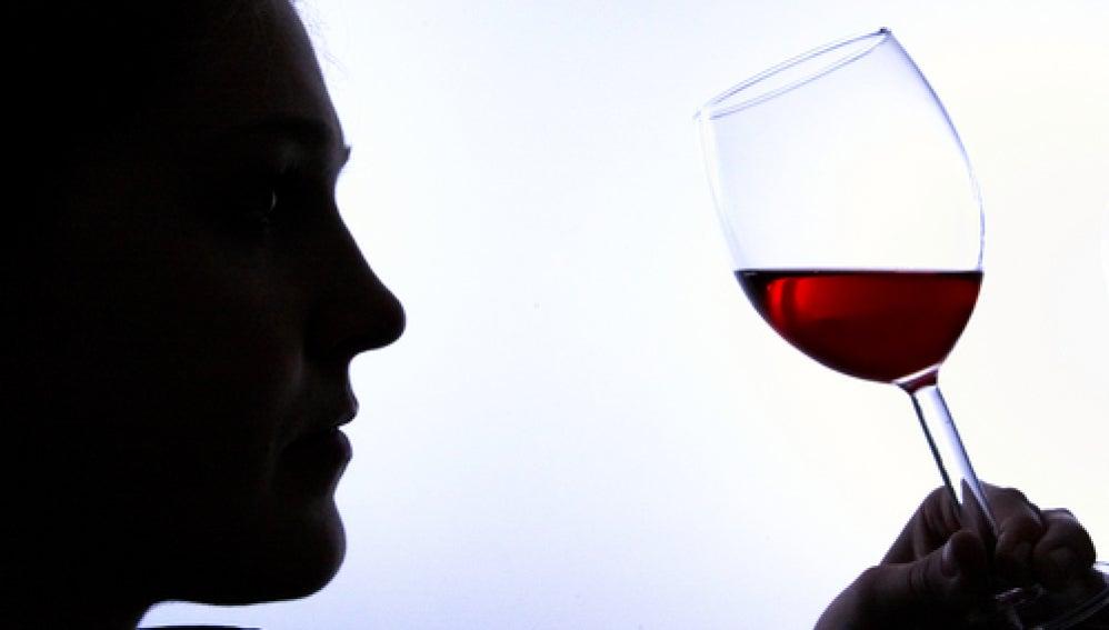 El vino tinto podría prevenir la pérdida auditiva