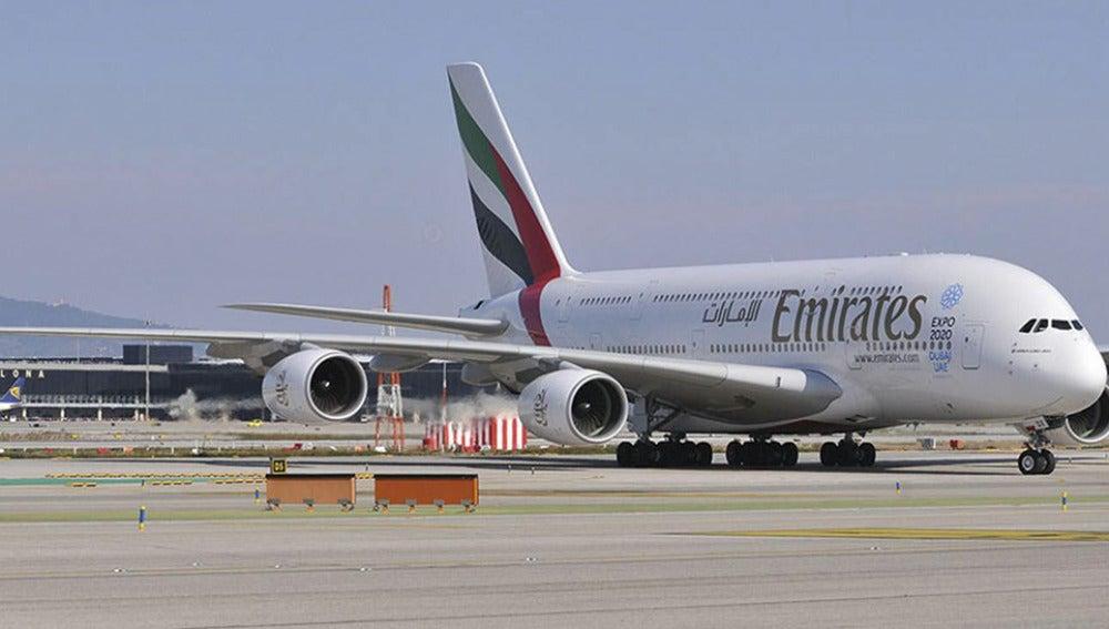 Airbus A380 aterrizando en Barcelona