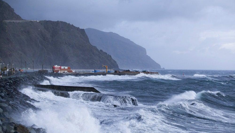 Las fuertes rachas de viento azotan Canarias