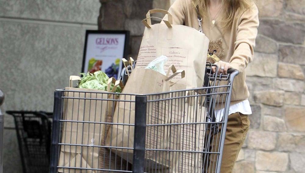 Natalie Portman sale a hacer la compra