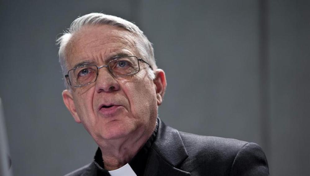 El portavoz vaticano, Federico Lombardi, da una rueda de prensa