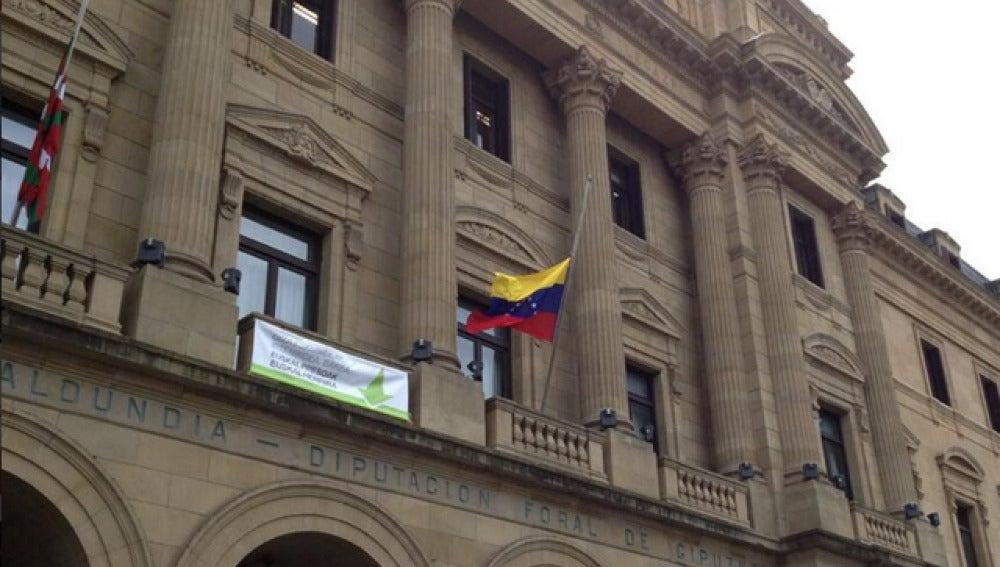 Bandera de Venezuela en la Diputación de Guipúzcoa