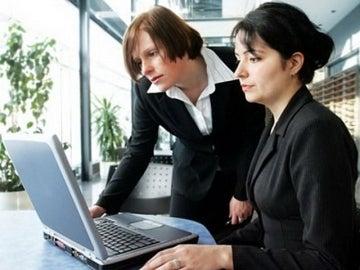 Dos mujeres trabajando