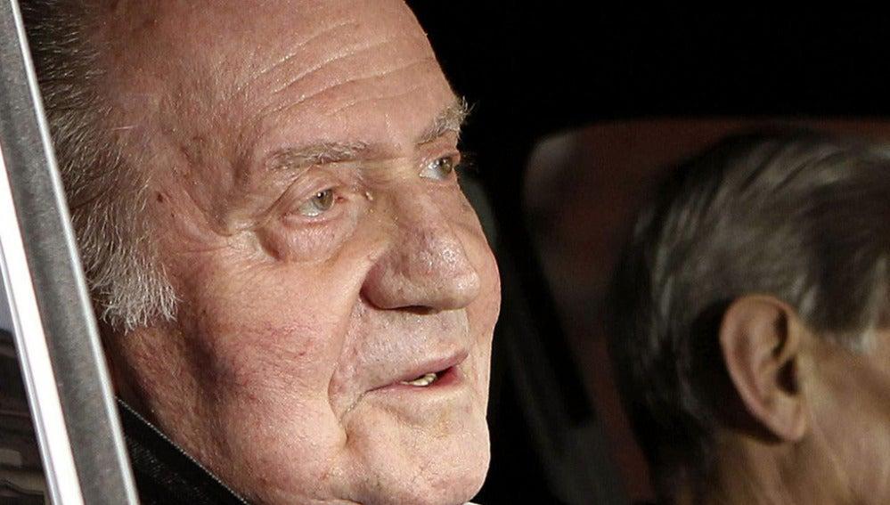 El Rey Juan Carlos a su salida de la clínica 'La Milagrosa'