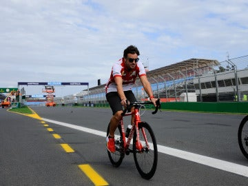 Fernando, en bici en Albert Park