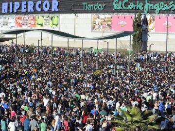 """Vista general del recinto habilitado para el """"botellódromo"""""""