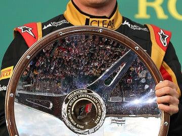 Kimi 'sonríe' en el podio