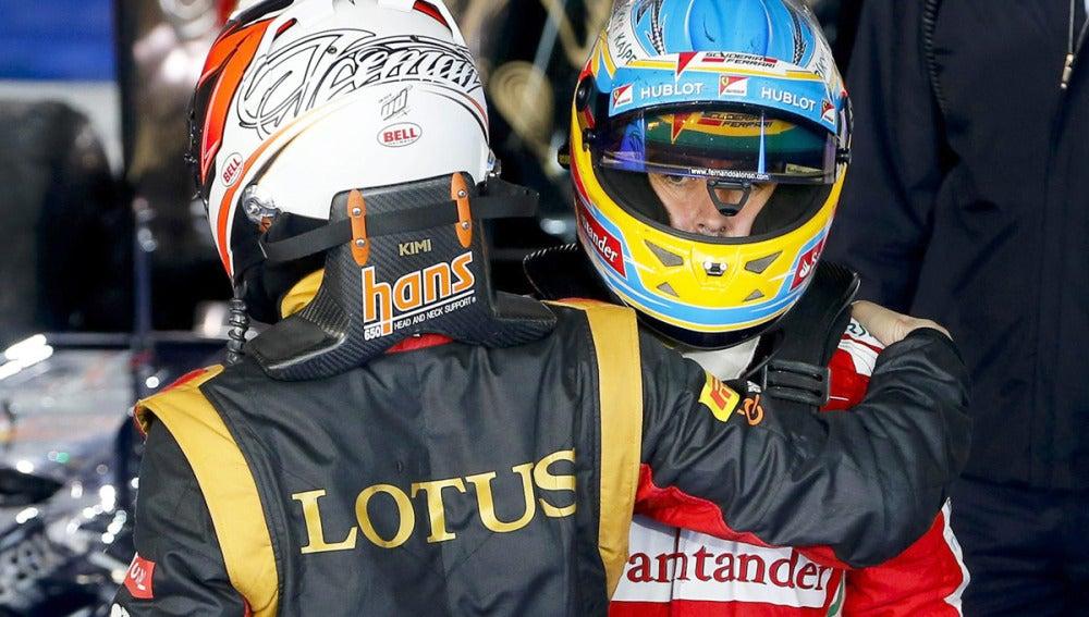 Abrazo entre Kimi y Fernando